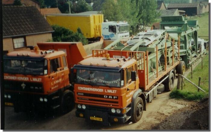 Eerste vrachtauto's